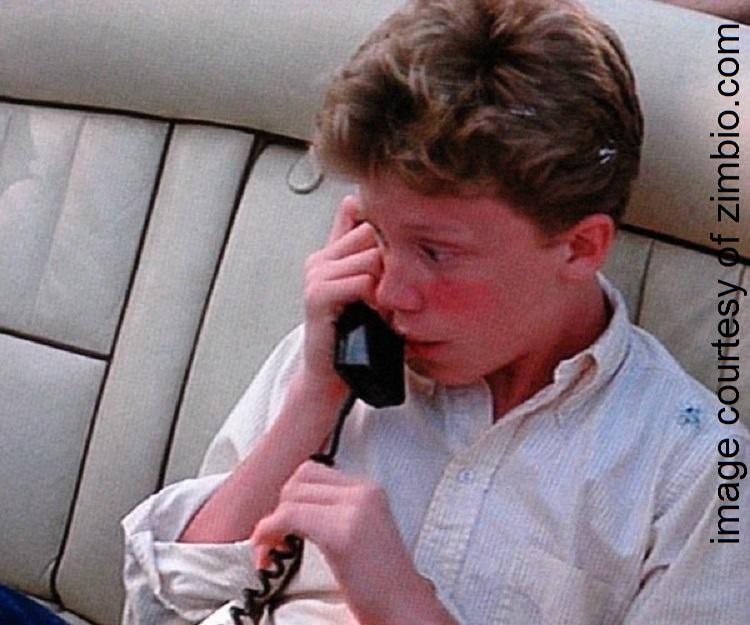 anthonymichaelhallanswersphoneincar